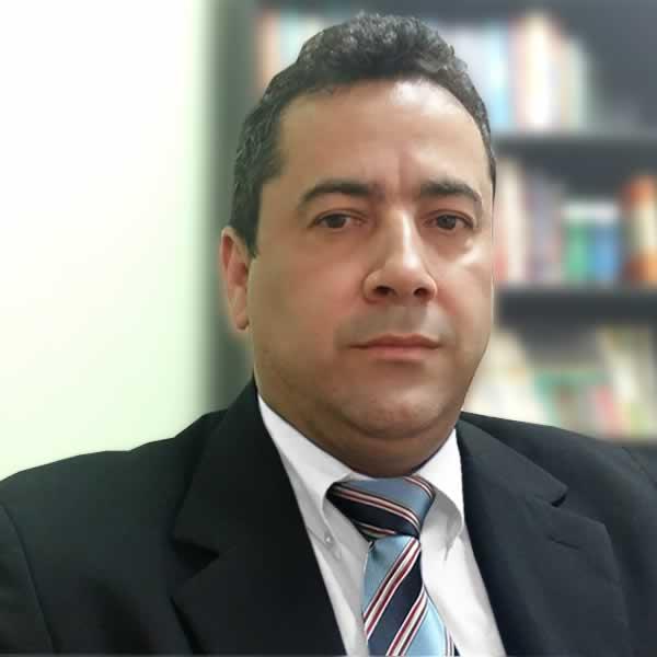 Dr. Daniel Martins Cardoso - Especialista em Direito Imobiliário